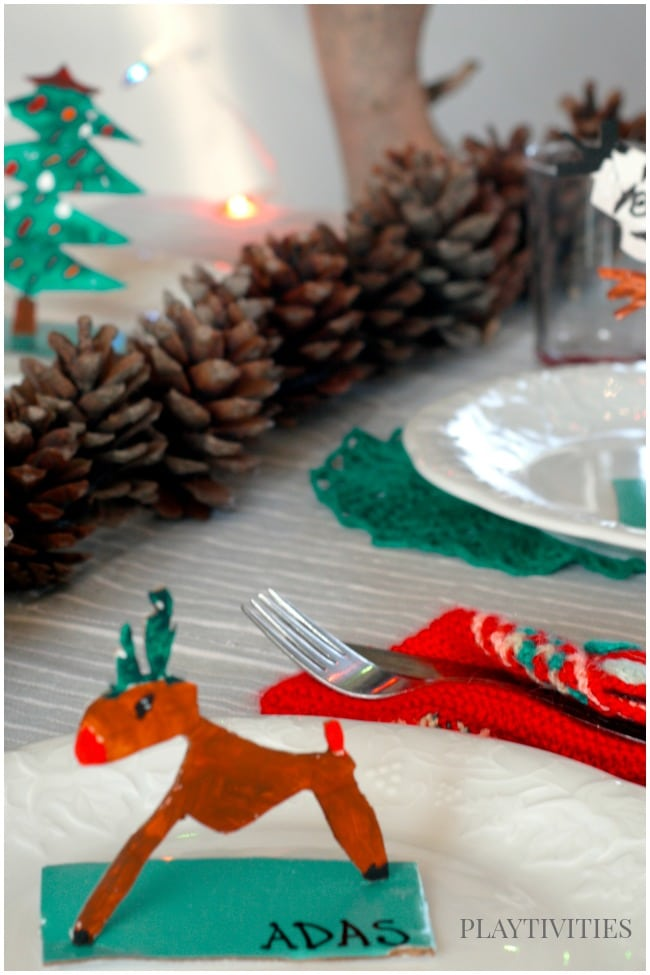 Turn Holiday crafts for kids into table name cards