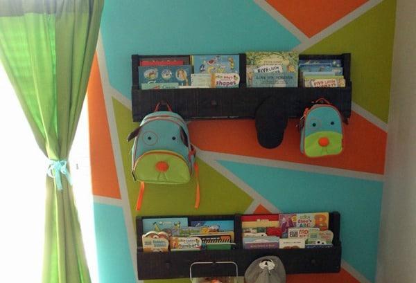 How-to-make-install-pallet-bookshelves-front
